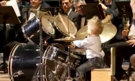 Talentingas trimetis būgnininkas