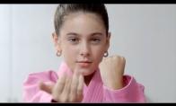 10-metė dainuoja Kate Perry gabaliuką