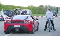Ferrari vs turbo-dviratukas