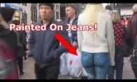 Mergina vaikšto po Niujorką tik su pieštomis kelnėmis