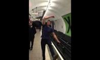 Ping pongas Londono metro