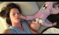 Kaip atrodo naktis su kūdikiu vienoje lovoje?