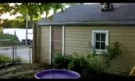 Ekstremalus šuolis į mini baseiną