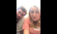 Mergina išdurinėja savo brolį su selfiais