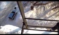 Nušoko nuo stogo