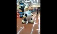 Karvutė išsitaško prekybos centre