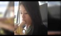 Parodė kaip reikia valgyt bananą