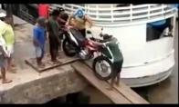 Paskandino motociklą