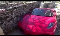 Ferraris, kuriam gatvė buvo per siaura