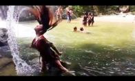 Kai bandai seksuoti upėje