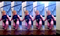 Kūdikis šoka airiškus šokius
