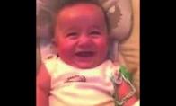 Kūdikis juokiasi kaip senas diedas