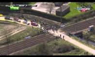 Traukinys sustabdo dviračių lenktynes