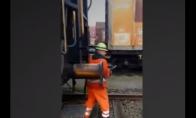 Ekstremalus traukinio vagonų sujungimas