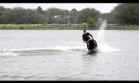 Beprotis ant vandens motociklo