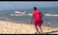 Lėktuvas sudūžta tiesiai priešais poilsiautojus
