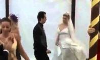 Girta draugė vestuvėse