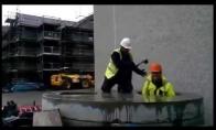 Kai statybininkai užsimano pažaisti