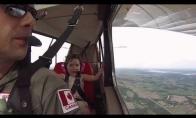 Pirmas mergaitės akrobatinis pasiskraidymas
