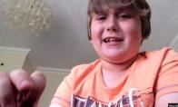 Vaikas suvalgo aštriausią pipirą pasaulyje