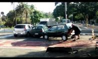 Kai priparkuoji mašiną ten, kur galiūnas važiuoja