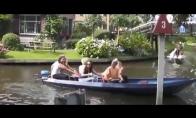 Pirmasis merginų pasiplaukiojimas valtimi