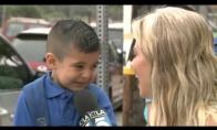 Reporterė pravirkdo vaiką pirmą dieną mokykloj
