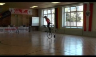 Mergina, kuri tikrai moka važiuoti dviračiu