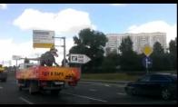 Rusijos gatvėse pastebėtas dinozauras