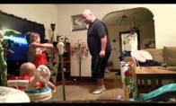 Mama nufilmuoja ką tėtis likęs vienas daro su vaikais