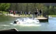 Skausmingas šuolis į vandenį