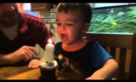 Tėtis padėjo užpūst žvakes