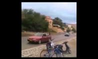 Mirtinas motorolerio triukas