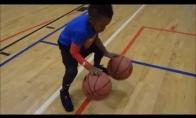 5-metis krepšininkas stebina savo įgūdžiais