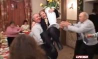 Girtas vyras sugadina žmonos gimtadienį