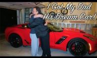 Sūnus nuperka tėvui naują automobilį