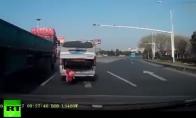 Vaiko katapultavimas iš mašinos