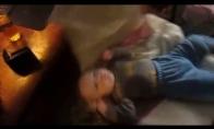 Kada tėtis bando užmigdyt vaiką