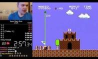 """Vaikinas pereina """"Mario"""" žaidimą per 5 minutes"""