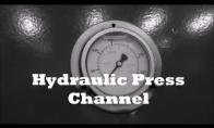 Traiškom žaislus su hidrauliniu presu