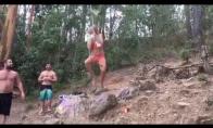 Šlapias bikini skrydis