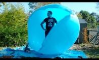 Beprotiškas eksperimentas su milžinišku balionu