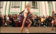 GOGO šokėjos gatvėse
