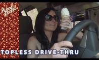 Nuoga mergina važiuoja užsisakyti maisto