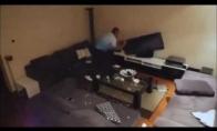 Žmona išveda vyrą iš kantrybės paimdama TV pultelį