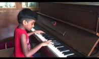 Vaikis kietas pianistas