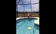 Dvigubas kritimas į baseiną