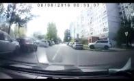 Šūdų sunkvežimis sprogsta vidury gatvės