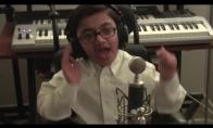 Vaikis atlieka Eminemo dainą