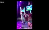 Štai kodėl nereikia į striptizo klubą vestis savo merginos